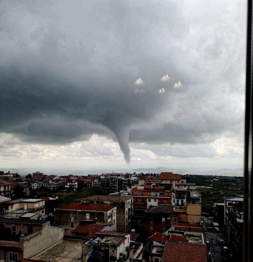 Sicilia: un tornado colpisce Adrano. Paura tra la popolazione