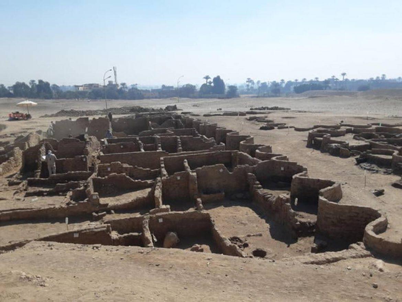 Egitto: riemerge la 'città d'oro' risalente a 3.000 anni fa. Hawass: 'La più grande mai scoperta'