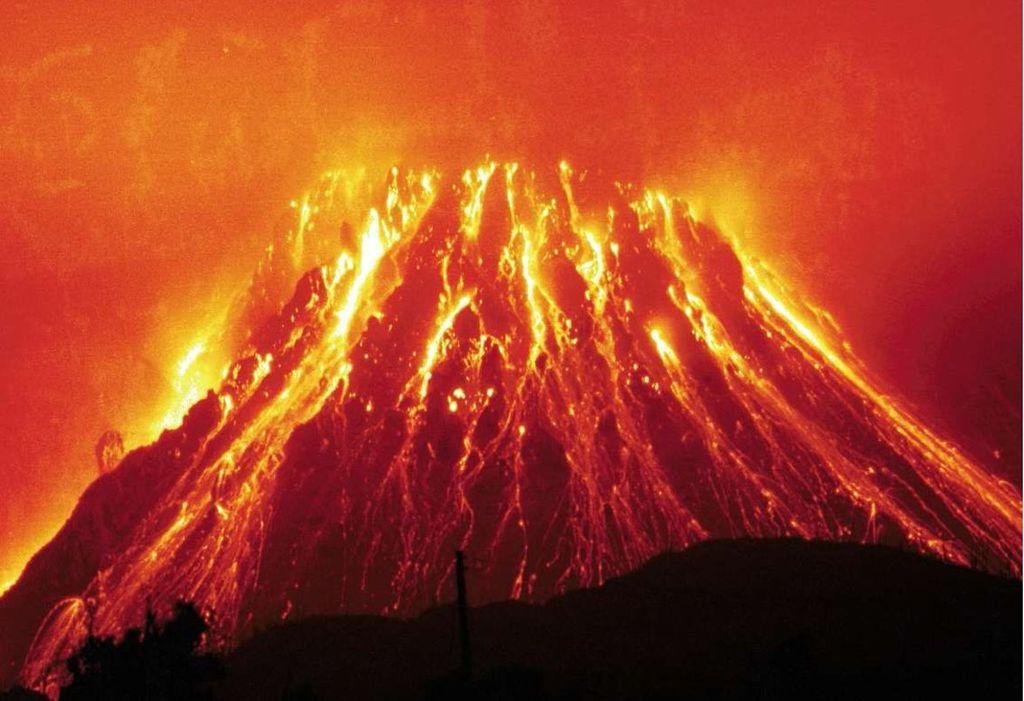 Erutta il vulcano Soufrière a Saint Vincent e Grenadine. Evacuate migliaia di persone