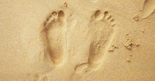 Spagna: scoperte impronte di bambini Neanderthal che giocano su una spiaggia. Sono le più antiche d'Europa
