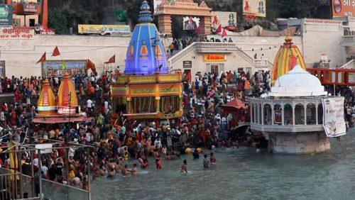 India: milioni di fedeli per la festa del 'Kumbh Mela'. Scoppia focolaio record a Haridwar