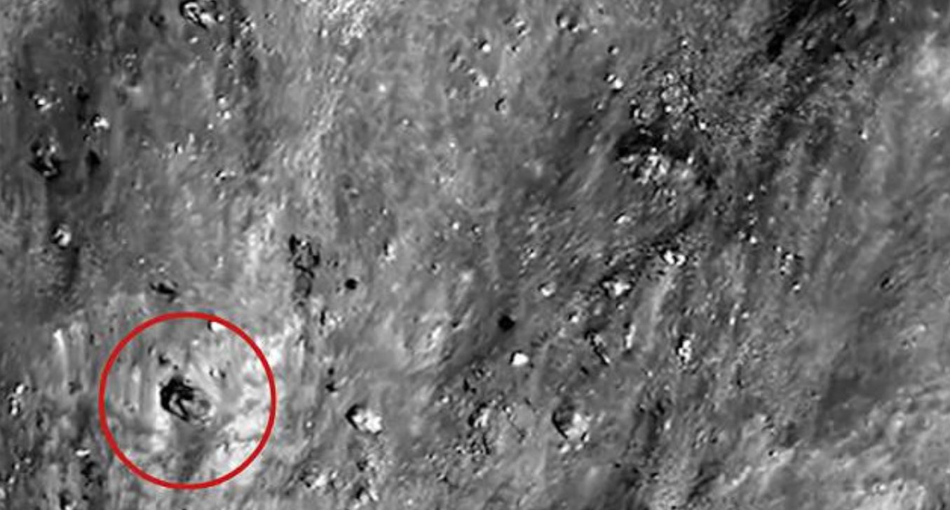 Fisico suggerisce metodo per scoprire civiltà extraterrestri: cercare 'artefatti alieni' sulla Luna