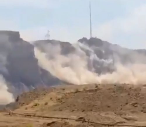 Iran: un terremoto provoca una colossale frana a Bandar Genaveh. Il video