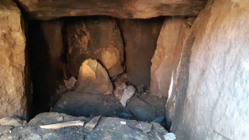 Irlanda: contadino scopre una tomba di 4000 anni fa e una 'strana' pietra ovale