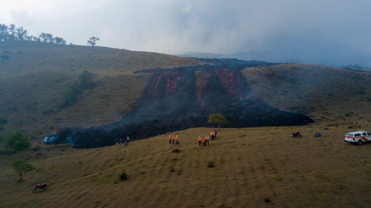 Guatemala: la lava del vulcano Pacaya avanza inesorabile verso i centri abitati. A rischio tre villaggi