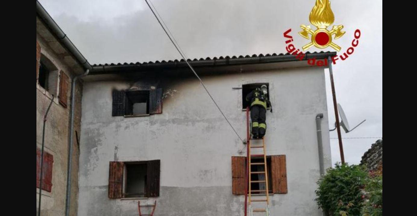 Fulmine colpisce un edificio e scatena un rogo: un morto e due feriti