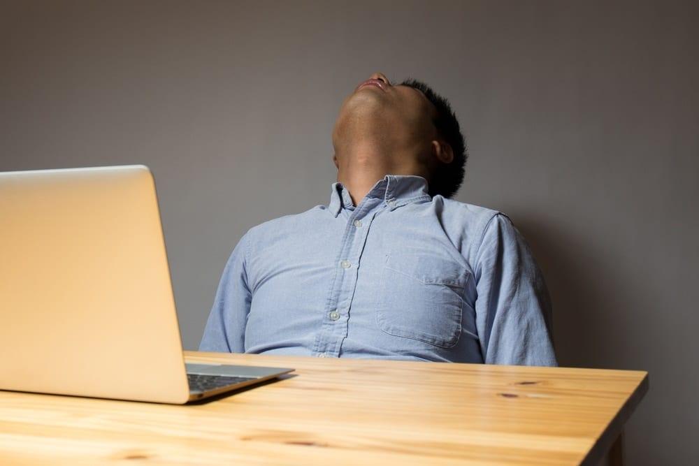 Salute, l'OMS lancia l'allarme: 'Oltre 745.000 morti ogni anno per troppo lavoro'