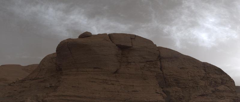 Marte: Curiosity cattura insolite 'nubi luccicanti' prima del tramonto