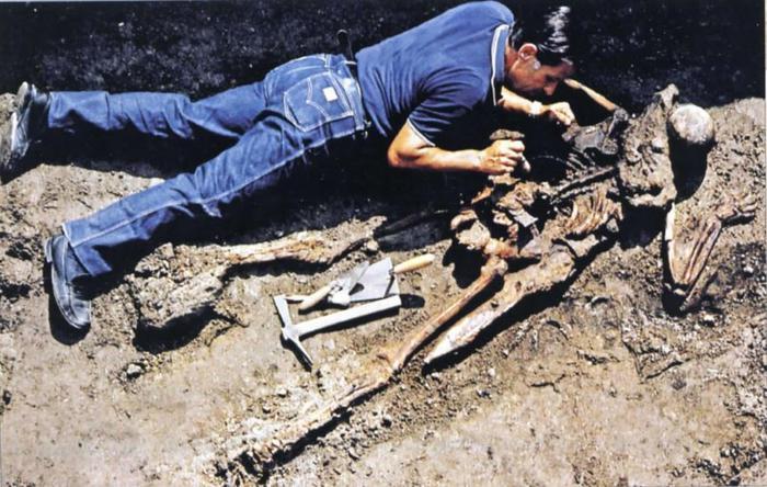 Ercolano: scoperta l'identità di un corpo sepolto durante l'eruzione: è un ufficiale di Plinio il Vecchio