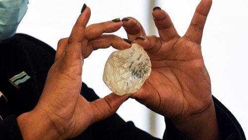 Un diamante di 1.098 carati scoperto in Botswana