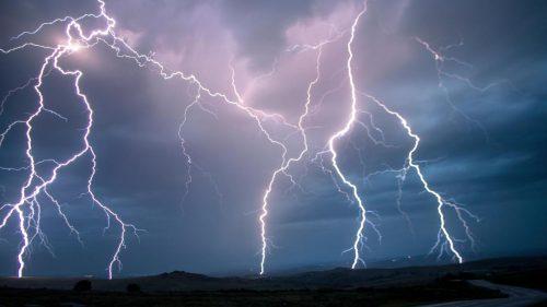 Tempesta di fulmini uccide 27 persone in India
