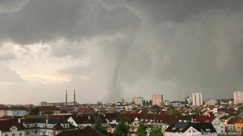Tornado in Repubblica Ceca: oltre 150 feriti, si temono vittime. Il video