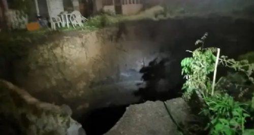 Scoperta la causa della maxi voragine a Napoli: localizzato un garage abusivo con 750 auto