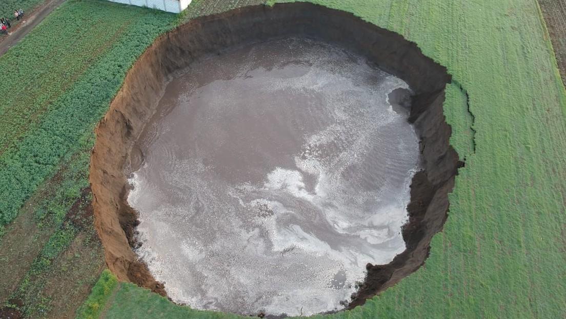 Messico: una gigantesca voragine di oltre 60 metri si apre in un terreno. Il video