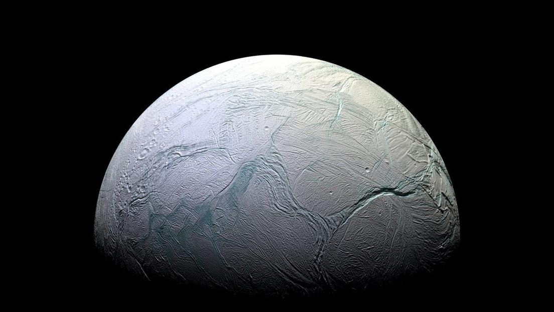 Spazio: il metano di Encelado prodotto da batteri. L'ipotesi degli esperti