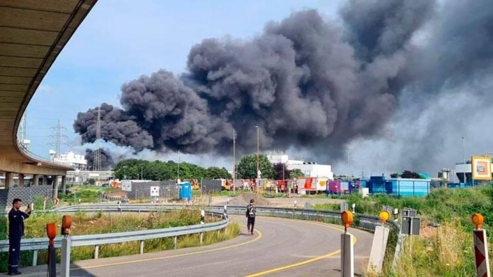Esplode impianto di smaltimento di rifiuti a Leverkusen. Le autorità: 'minaccia estrema'