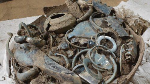 Francia: scoperti vasi ricolmi di gioielli risalenti a 2.800 anni fa