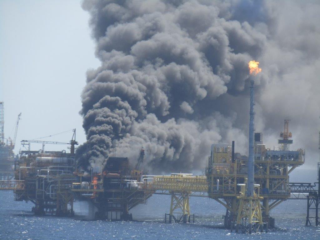 Esplode piattaforma petrolifera nel Golfo del Messico
