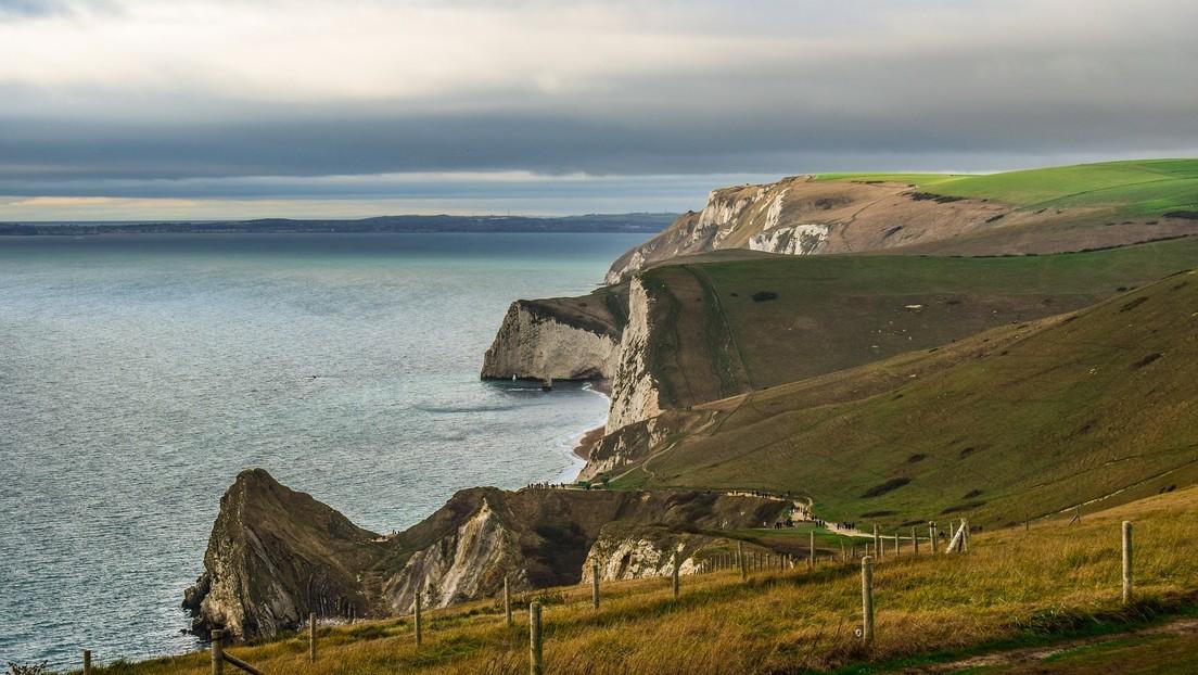 Jurassic Coast: frana la celebre scogliera inglese. Il video