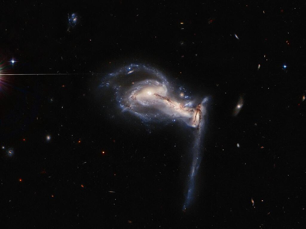 """Astronomia: l'incredibile scatto di Hubble mostra le galassie """"cannibali"""""""