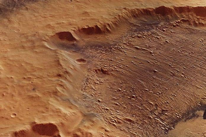Marte: la sua superficie è stata modellata da inondazioni