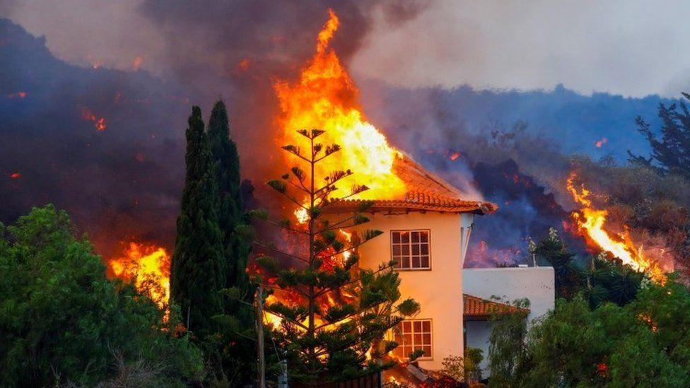 Canarie: nuova bocca eruttiva sul vulcano Cumbre Veja. Evacuati tutti gli abitanti di Tacande
