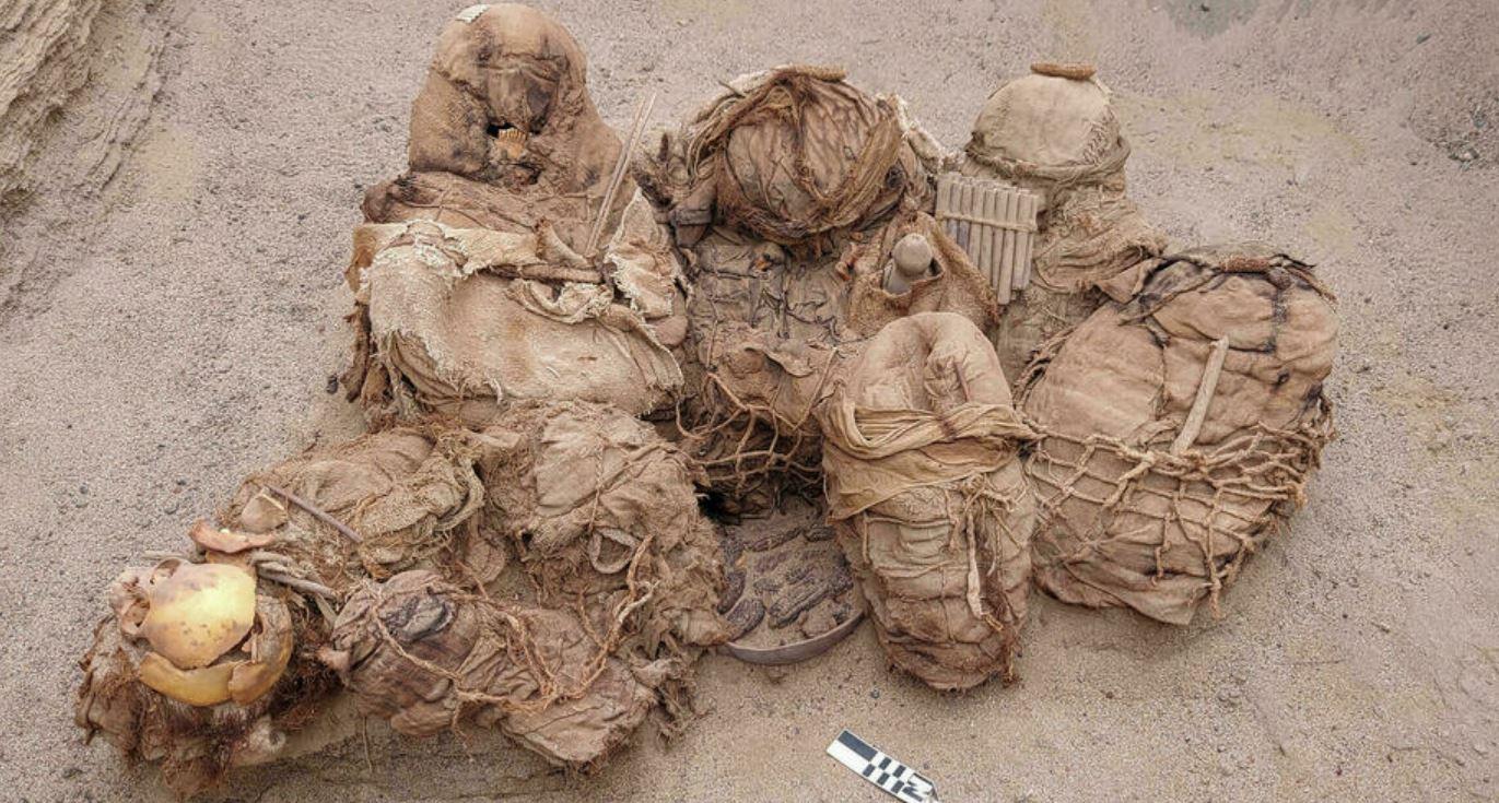 Muratori scoprono una tomba contenente resti umani di 8 abitanti di Chilca: hanno 800 anni