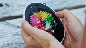 Cyrcle Phone 2.0, il primo smartphone schermo tondo e realizzato con biomateriali