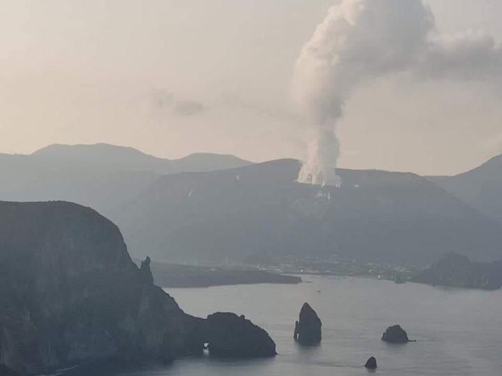 Isola Vulcano: gas fuoriesce dal terreno. Malori per animali ed evacuazioni