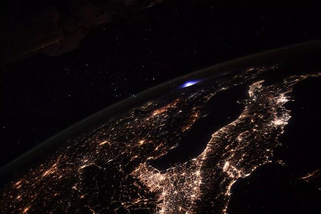 Un forte bagliore sull'Europa fotografato dalla Stazione Spaziale Internazionale