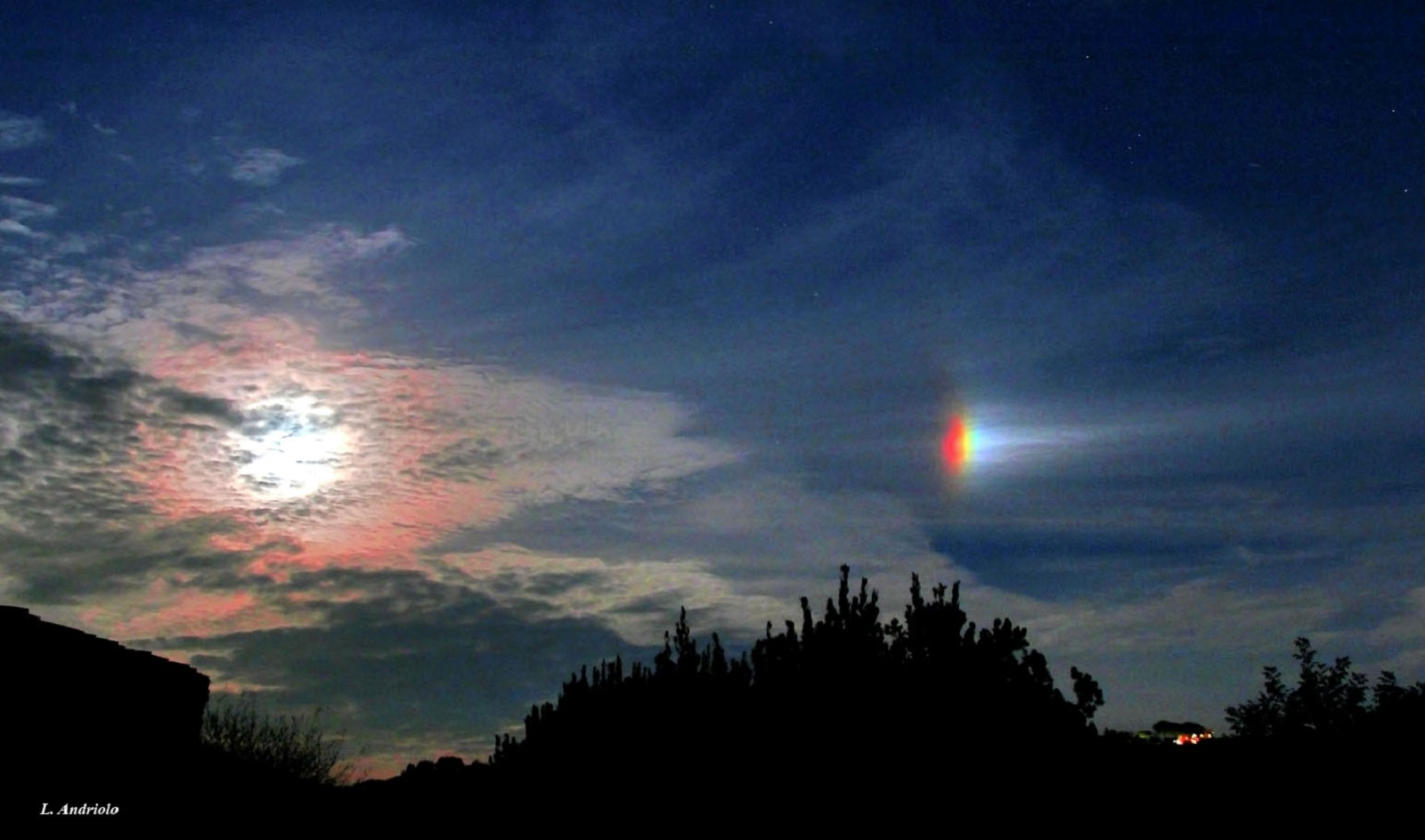 Paraselenio: il rarissimo fenomeno atmosferico avvistato in Toscana