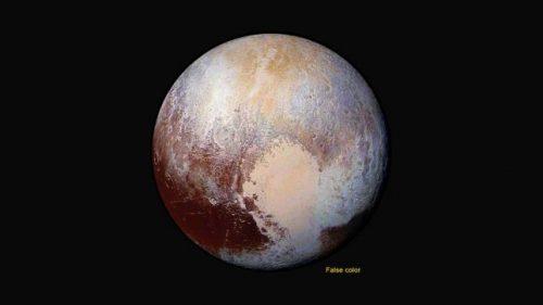 Astronomia: Plutone si allontana dal Sole e la sua atmosfera si condensa