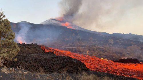 Cumbre Veja: crollo del versante nord del cono vulcanico. Fiume di lava minaccia i centri abitati
